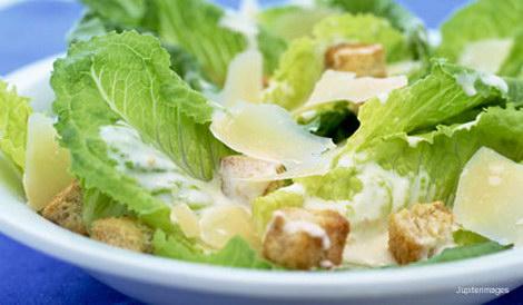 Салат цезарь с романским салатом